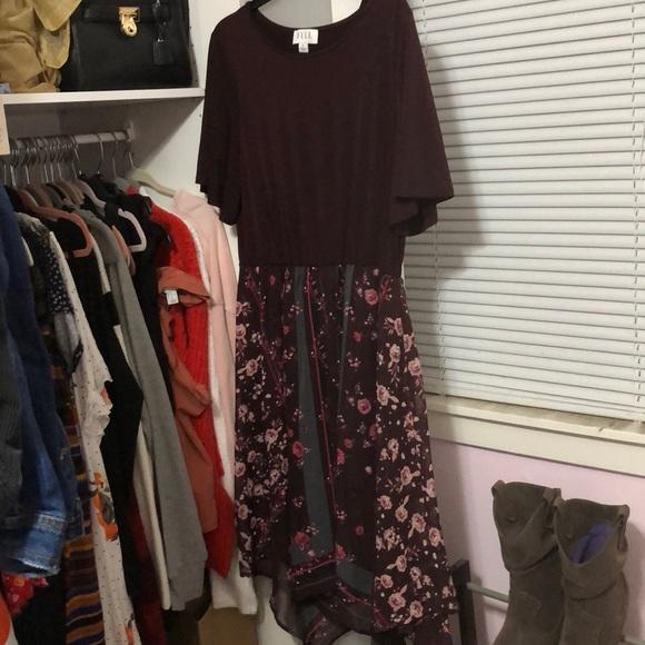 Elle Dresses & Skirts - ELLE Floral Dress